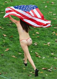 """Cô Kimberley  Webster """"Chạy truồng"""" Tháng 10, 2013 ở Ohio, Hoa Kỳ."""